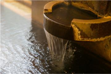 お部屋でまったりした後は、源泉掛け流しの湧きたての温泉をふたたび