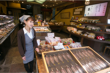 ご朝食後は、当館からほど近い商店街でお買い物を
