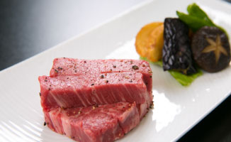 A5ランク 鹿児島牛ヒレ肉の鉄板焼き